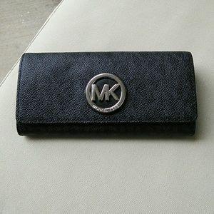 MK Signature Wallet